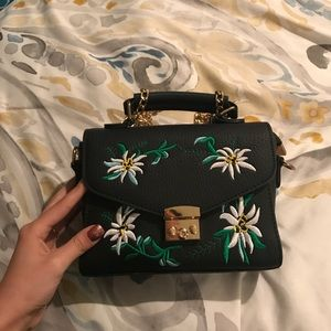 ABSOLUTELY BEAUTIFUL HAND BAG